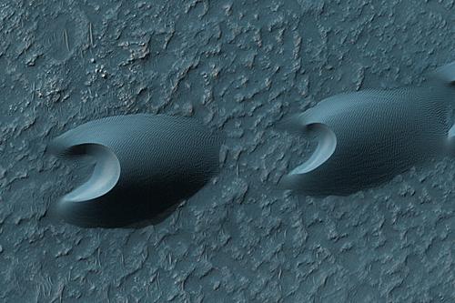 Martian sand dunes, shaped like terrestrial barchan dunes (HiRISE/NASA/UA)