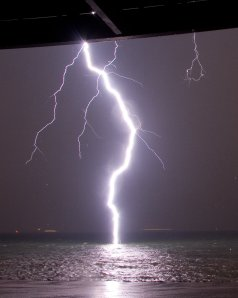 A bolt of lightning, 40 metres away (©Francis Schaefers and Daniel Burger)