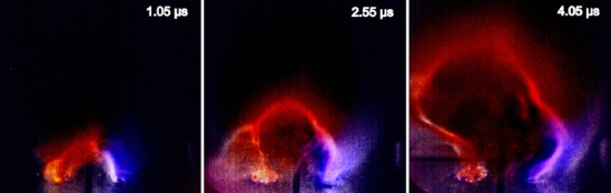 The magnetic loop containing hydrogen and nitrogen plasma evolves over 4 micro-seconds. Credit: Bellan & Stenson, 2012