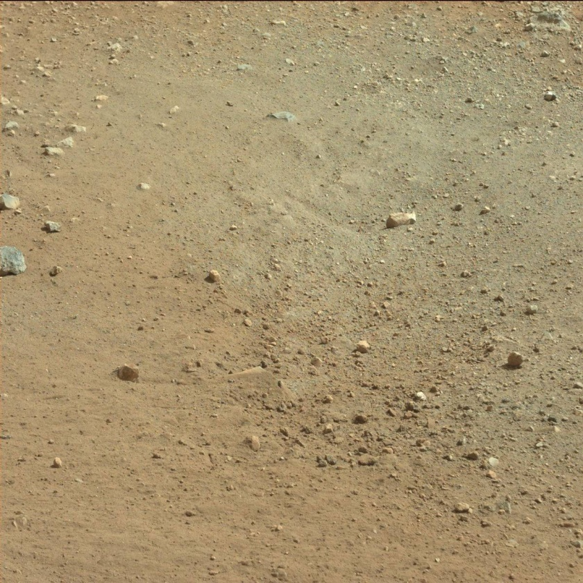 Discoloration in the top soil in the location of a crater formed by Curiosity's Sky Crane rockets. Credit: NASA/JPL-Caltech
