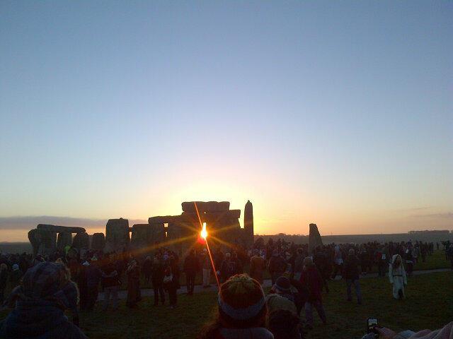 Perfect solstice sunrise by @STONEHENGE (Stonehenge UK)